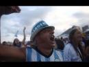 Аргентинские болельщики смотрят матч своей сборной в Буэнос-Айресе
