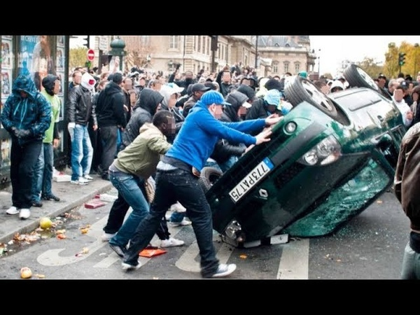 RAW ISLAMIC NO GO Zone in Paris France Police Attacked by Muslim Mob Breaking News 2018