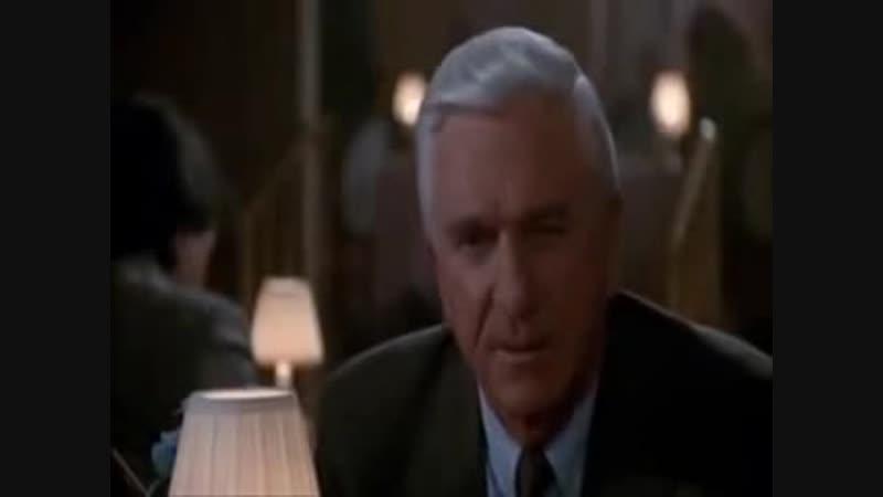 [v-s.mobi]Голый Пистолет сцена в баре.3gp