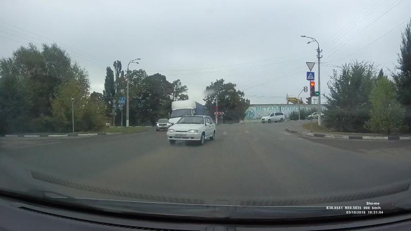 Выезд в нарушение ПДД на полосу, предназначенную для встречного движения, при повороте налево