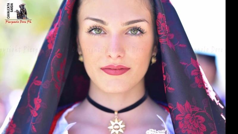 Traditional Costumes of Sardinia Costumi della Sardegna