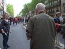 Крис Маркер на первомайской демонстрации в Париже, 2009 год