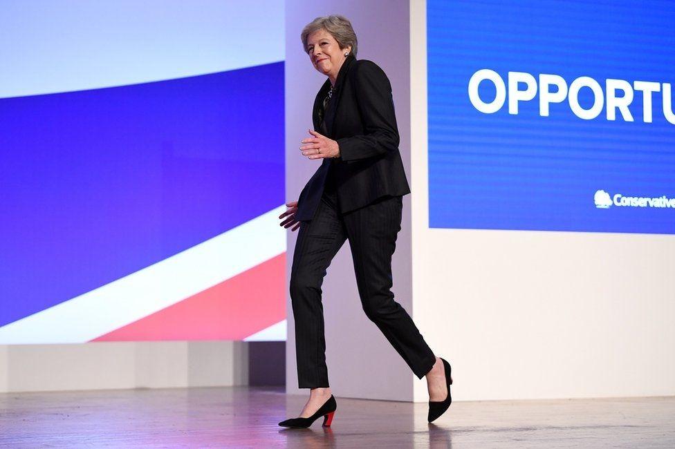 Танец британского премьер-министра Тереза Мэй.
