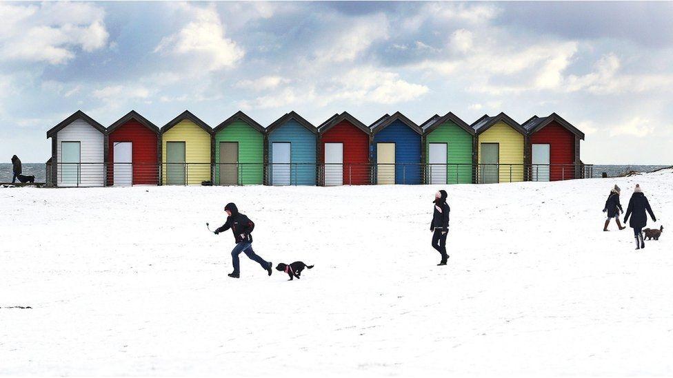 Заснеженный пляж Блайт-Бич в Нортамберленде