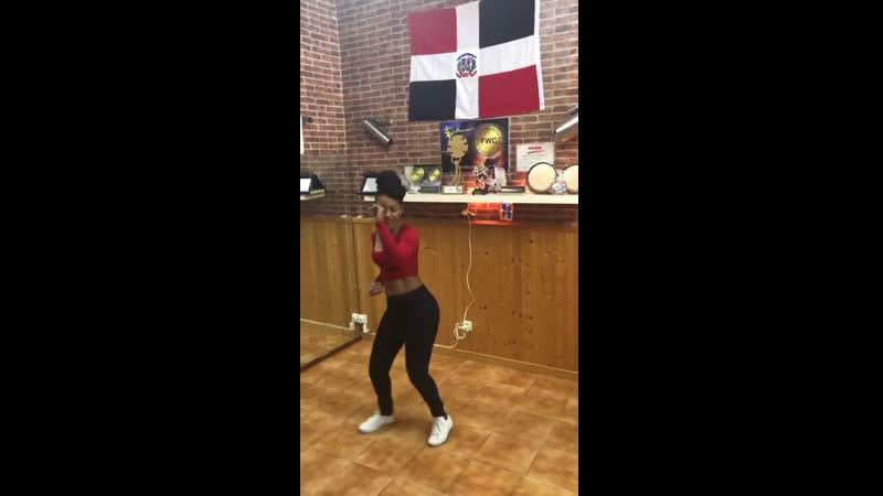 Johanna bailando Bachata Dominicana Perdoname de Yoskar Sarante
