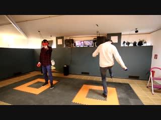 Тот случай, когда пытаешься играть ногами в VR))