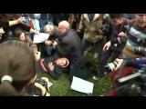Протестующие отбили женщину у ОМОНа на митинге
