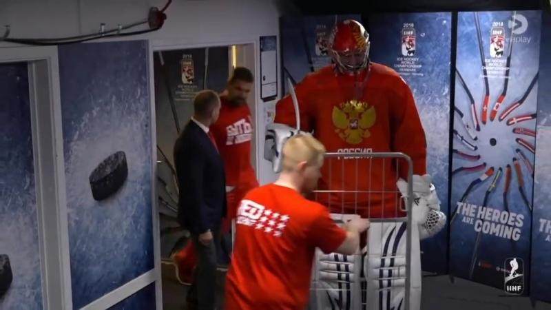 Как вратаря сборной России по хоккею на матч на тележке вывозили