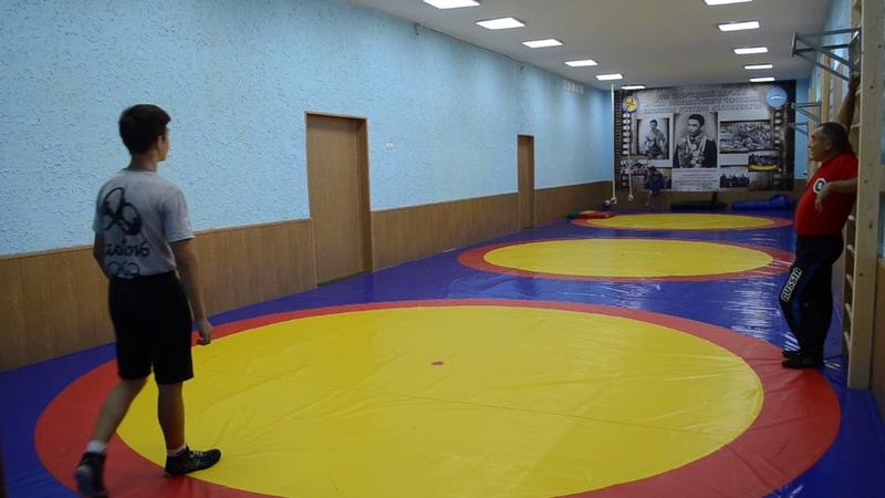 Тренировки в спортзале для занятий греко-римской и вольной борьбой в Симферополе