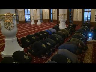 Утренний намаз в мечети имени нашего предка Арсангирея в Беное.
