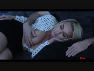 Спящая мама сосет сыну (домашнее порно, реальный инцент секс, зрелая, красивая мама, мать и сын порно, табу)