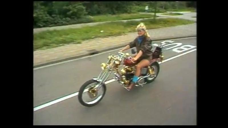 Connie Breukhoven als Vanessa-Dynamite (The Most Happy Alfabet Song LTD.) By Dureco Benelux B.V. Records INC. LTD.