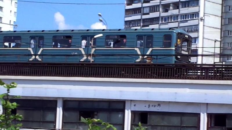 Номерной 10168 в составе поезда преодолевает Нагатинский Метромост по 2 гл. пути ЗЛ, в кадре 10168 и экстерьер 2-2-2.