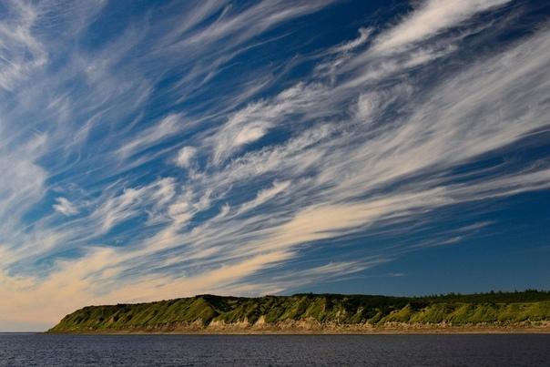 енисей – одна из величайших рек всего мира. енисей — одна из самых длинных рек россии. ее протяженность от истоков составляет свыше 4000км. енисей впадает в карское море северного ледовитого