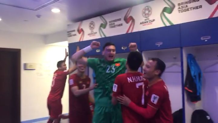 Вьетнам 🇻🇳 празднует свою победу они первая команда в четвертьфинале AsianCup2019