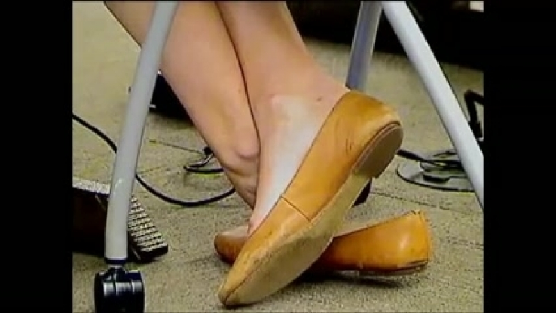 Candid college girl shoeplay brown flats