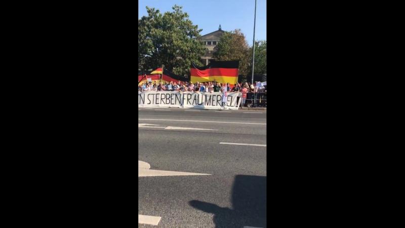 AfD Pegida Demo vor Landtag in Dresden wg Merkel