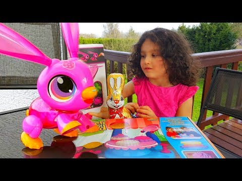 АЛИС и ПАПА Фиксики Распаковка игрушки Интерактивный Зайчик бегает за морковкой и выполняет команды