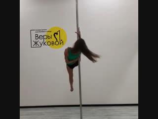 Анна, тренер по воздушной акробатики