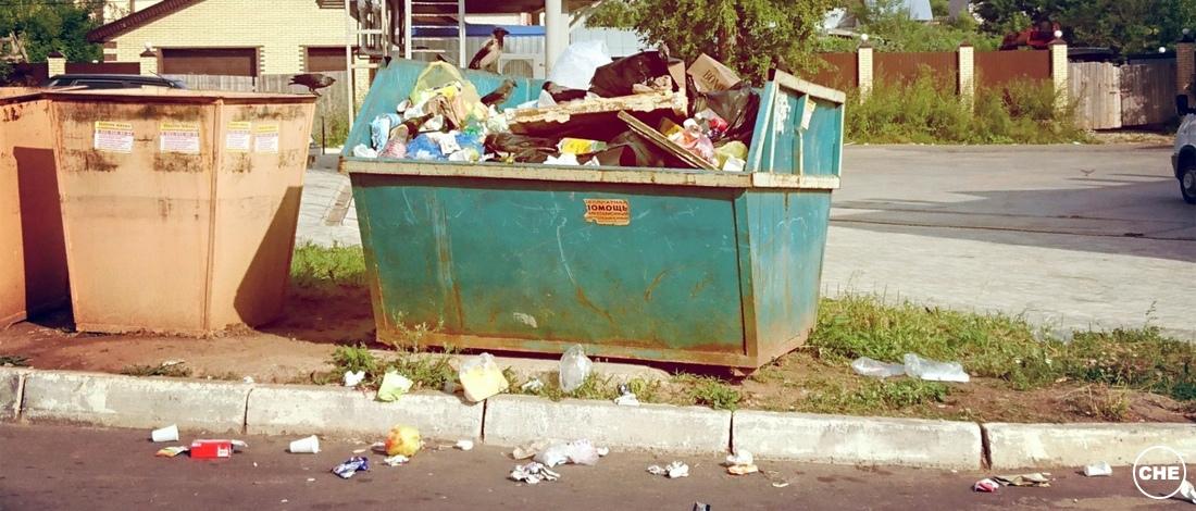 строительный мусор в контейнер у дома