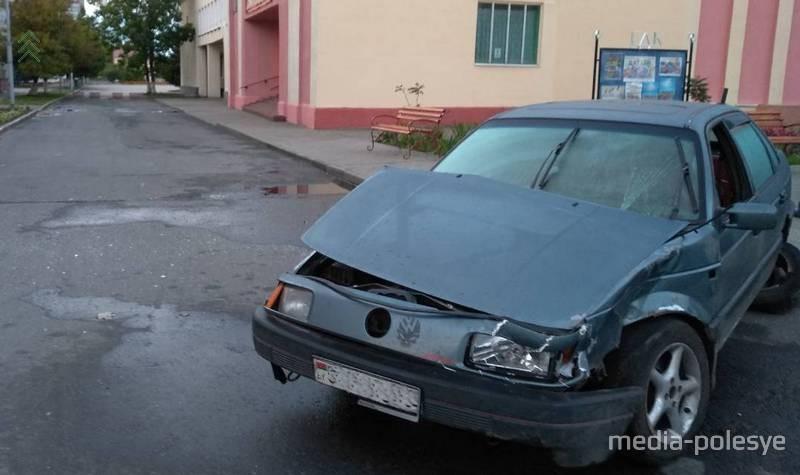 Лунинчанин въехал в припаркованное авто, оставил свою машину и ушёл