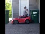 Тот момент, когда маленькая девочка водит тачку лучше чем ты