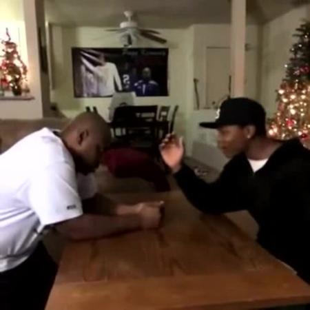 Lets arm wrestle - Pagekennedy Vine » Freewka.com - Смотреть онлайн в хорощем качестве