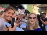 Мерил с фанатами на премьере фильма Mamma Mia.Here we go again 2018