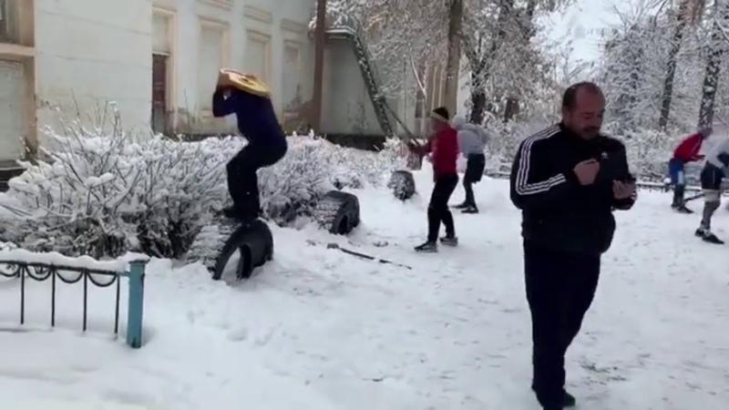 Звезды узбекского бокса усердно тренируются в любую погоду