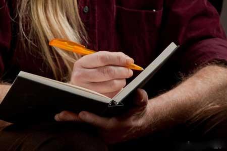 Люди, страдающие от кислотного рефлюкса, должны вести дневник о появлении симптомов.