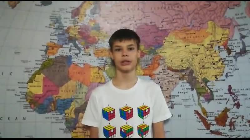 Данила Рудюк (25 школа – 7 класс) ведет свой канал на YouTube, монтирует видео (на телефоне).