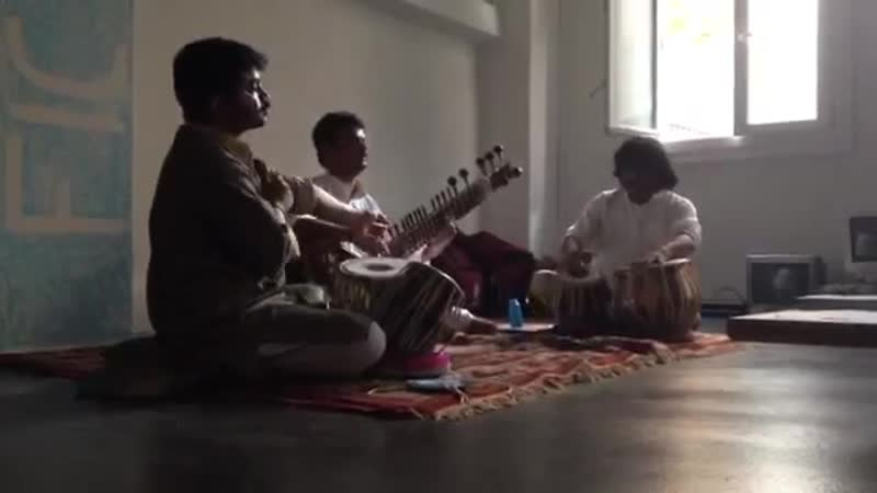 Pandit Keshava Rao Nayak (tabla) - Dhera Dhera Rela