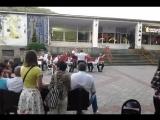 В старом парке музыка играет