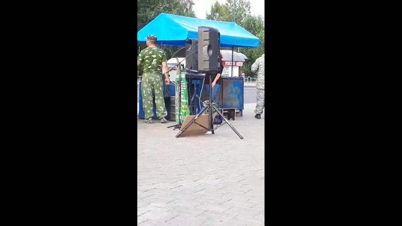 Очередная бригада певунов типа ВИА Русь лабают в Могилёве и собирают налик