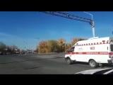 В Усть-Каменогорске регулировщик остановил машину скорой помощи, пропуская кортеж.