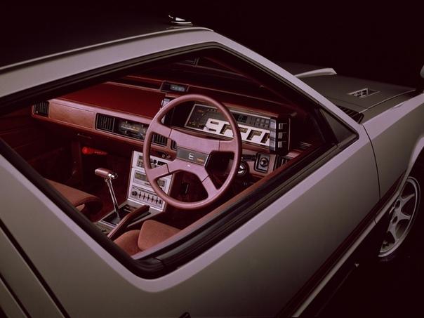 Обзор : Mitsubishi Starion 198290 Двигатель: 2.0 Turbo EX Мощность: 170 л.с. Крутящий момент: 245 Нм Коробка: Механика 5 ступ. Макс. скорость: 220 км/ч Разгон до сотни: 7.6 сек Привод: