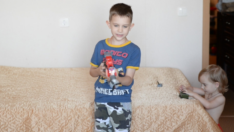 Тихон рассказывает про свой самодельный автомат из лего