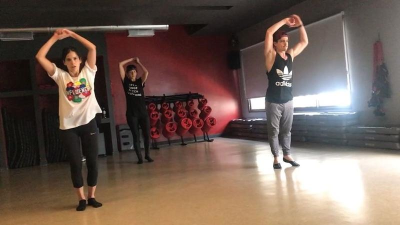 """Facundo Gambandé on Instagram """"Hoy les dejo este video bailando con @candemolfese y @veronicapeskin 🕺🏻 La idea es cambiar estilos para poder inves..."""