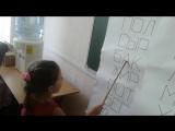Катя успешно прошла первый тест. Слова из трёх букв на плакатах