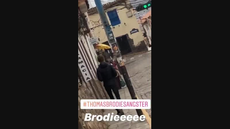 20 12 Thomas andando pelas ruas de Cusco Peru
