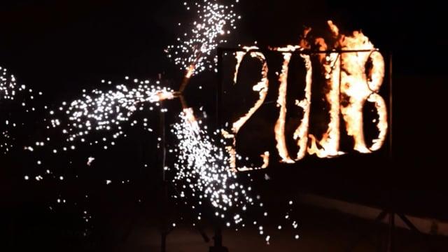 Горящие цифры и холодные фонтаны на Новый год в Ростове   GOF show