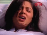 Kavita Kaushik stabs herself