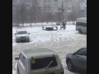 В челябинске мужик построил лифт, в котором прячет свою тачку под землю [nr]