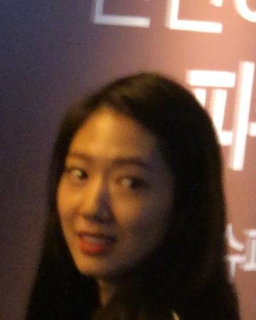 "Kyonu.Kim 🇰🇷🇰🇷🇰🇷 on Instagram: ""영화 협상VIP VIP 시사회 게스트 이정현 엄지원 박신혜 (201"