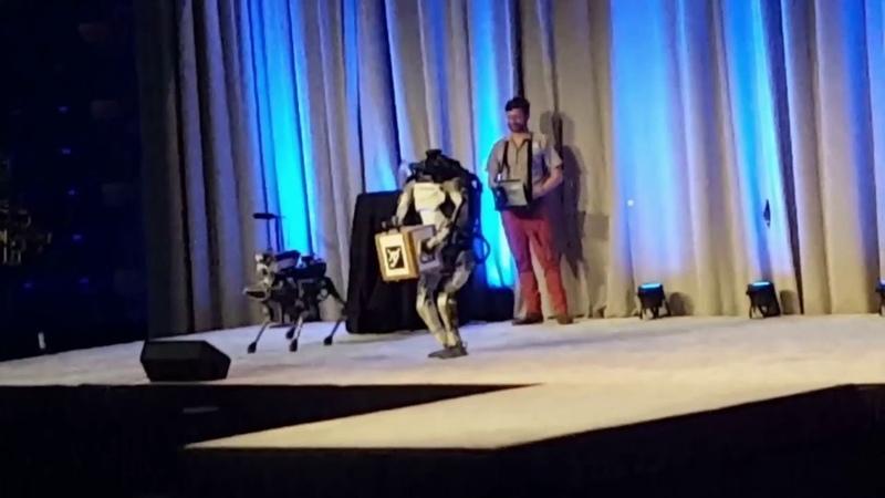 Кожаные ублюдки 5 Конфуз на сцене.