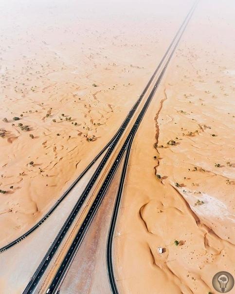 Природа против человека. Как пустыня захватывает ОАЭ Несколько десятилетий назад на месте небоскребов и роскошных торговых центров Дубая и Абу-Даби была пустыня. За короткое время человек смог