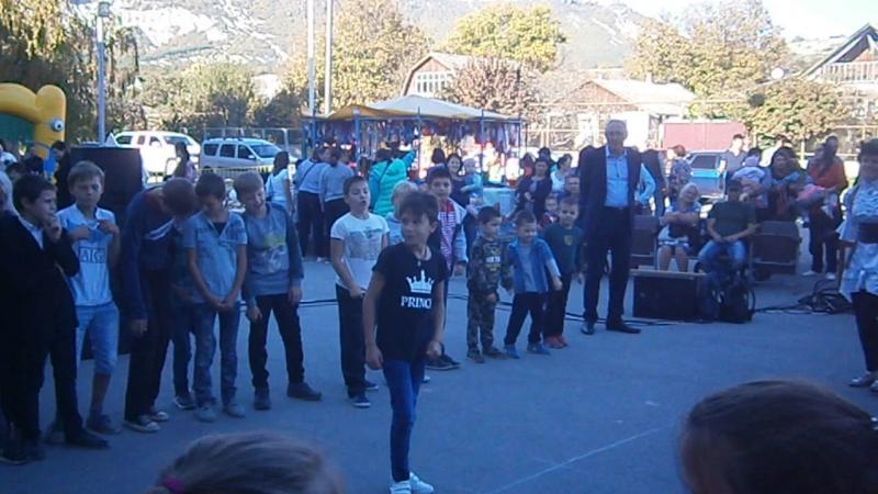 День посёлка в Куйбышево Батл девочки против мальчиков