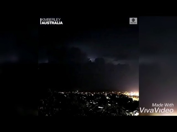 Сильная электрическая буря в Австралии электрическая паровая гроза