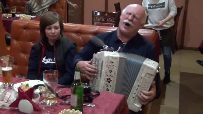 Артисты фестиваля Играй гармонь блокадная в грузинском ресторане