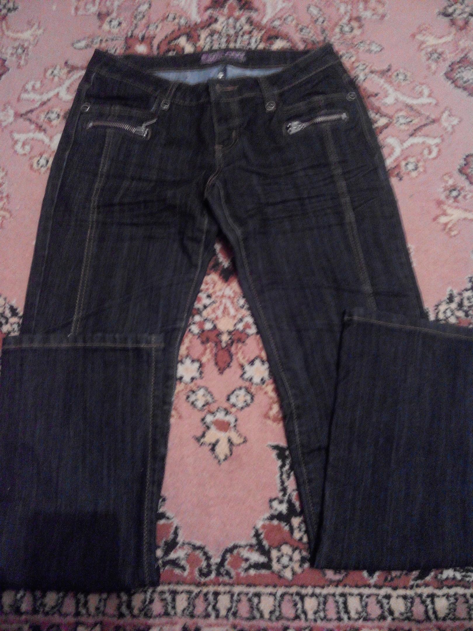 Пакет женских вещей размер 44-46 500 рублей состояние хорошее без пятен и дыр ( в пакете, джинсы новые, брюки тонки летние новые, пиджак новый, брюки льяные, футболка новая кофта и набор халат и ночнушка)